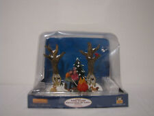 2010 LEMAX Village Collection Lighted Table Accent Staying Warm #04224