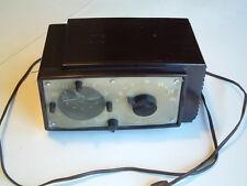 Silvertone Sears Vintage  tube clock radio model 6018 sold as is