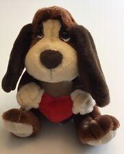 """RUSS BERRIE 9"""" BAXTER BASSET HOUND DOG Holding A Red Heart 9"""""""