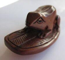 Netsuké marron en bois sculpture grenouille sur tong chaussure asie onyx B246