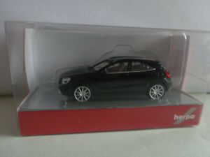 Herpa 038317-002 Mercedes-Benz GLA-Klasse, kosmosschwarz metallic  NEU 1/87