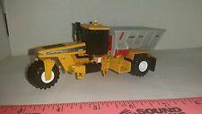 1/64  ERTL FARM TOY CUSTOM AGCO TERRA GATOR 8103 KNIGHT 8030 SLINGER SPREADER