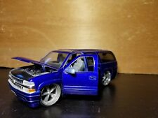 2000 Chevrolet Suburban Jada Toys Dub City 1/24 Electric Blue