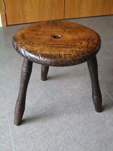 Lovely, Oak , three legged Milking stool
