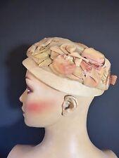 Original Vintage Década de 1950 Sombrero de Paja Net Organza Crema Rosa flores de terciopelo Pastillero