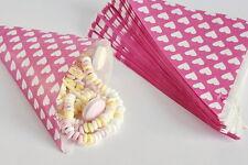 50 Papiertüten Spitztüten Herzen weiß auf pink 19 cm Hochzeit Dreieckstüten