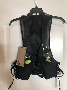NWT Nike ACG Kiger Running Vest Size Small/medium Black/Green BOTTLES INCLUDED