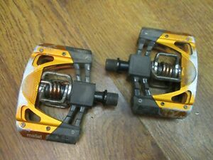 CRANK BROTHERS MALLET 2 CLIPLESS MOUNTAIN BIKE PEDALS - ORANGE