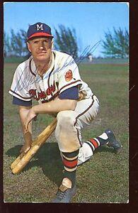 1962 Milwaukee Braves Postcard Del Crandall Kneeling 2 Bats Autographed Hologram