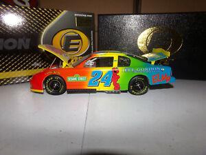 1/24 JEFF GORDON #24 DUPONT / SESAME STREET  ELITE 2002 ACTION NASCAR DIECAST