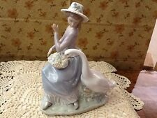 Lladro #5034 Goose Trying to Eat - Beautiful - Original Box -  Mint Condition