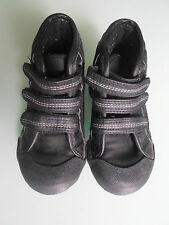 Debenhams garçons little Chaussures beaucoup de sole Noir Cheville Baskets Taille UK7/EU 24