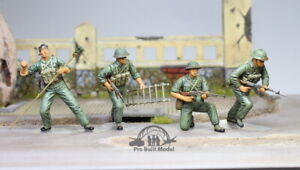 (Pre-Order) NVA Sappers in fight (04 figures), Vietnam war 1:35 Pro Built Model