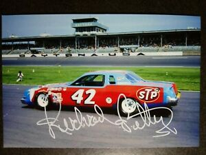 RICHARD PETTY Authentic Hand Signed Autograph 4X6 Photo NASCAR LEGEND - THE KING