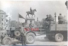 OLD ORIGINAL PHOTO WOMEN & MEN CITIZENS RESTORE BERLIN GERMANY MAY 1945