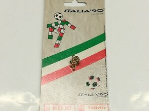 RARE ITALIA 90 Official painted metal key chain SEALED