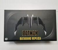🦇 BATMAN 1989 BATARANG REPLICA MOVIE PROP w/ STAND - NECA EXCLUSIVE - NEW 2021