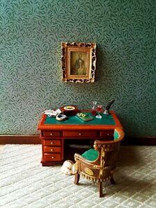 green leaves dolls house wallpaper