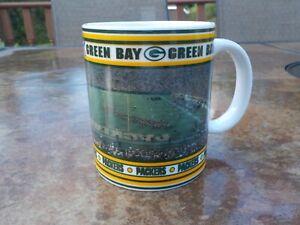 Danbury Mint GREEN BAY PACKERS Game Day Mugs End Zone View BRETT FAVRE