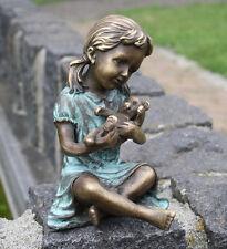 Bronzeskulptur, Mädchen mit Teddybär, Dekoration für Hein und Garten *