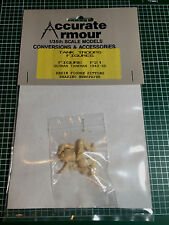 ACCURATE ARMOUR F21 - GERMAN TANKMAN 1943-45 READING NEWSPAPER - 1/35 RESIN KIT