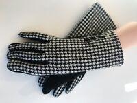 Women's Winter Fashion Black & White Touch Screen Outdoor Warm Gloves