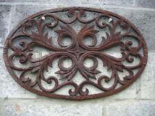 ancien soupirail , fronton , décoration en fonte patinée rouillé ! model ovale .