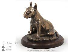 Bull Terrier séance, statue de chien sur une base en bois, limitée Art Dog FR