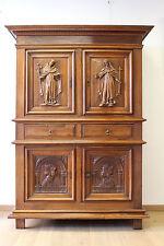 Buffet cabinet Renaissance sculpture religieux saint sacristie Louis XIII