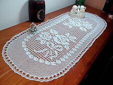 Corsia ovale a uncinetto nuovo, fatto a mano  88 cm x 36 cm. Crochet doily