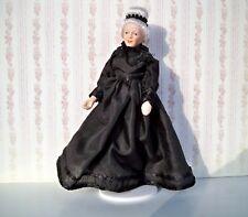 Miniatur Porzellan Puppe feiner Herr im Gehrock Puppenhaus 1:12