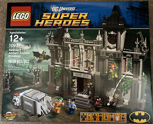 LEGO DC Super Heroes 10937 Batman: Arkham Asylum Breakout (New, Sealed, 2013)