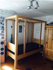Kinderbett, Himmelbett, Schreinerarbeit, helles Holz 1x2 m, Buche, TOP