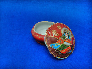 Antique Trinket Box Japanese Of Porcelain, Satsuma Decorated A Hand 1900 To 1940
