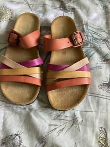 Moshulu sandals size 4