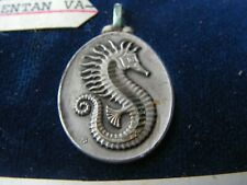 medaille    ancienne    hyppocampe       (4   argentan )