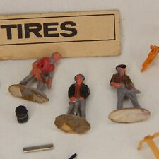 O SCALE CONSTRUCTION WORKERS AND OTHER ITEMS FOR TRACK LAYOUTS