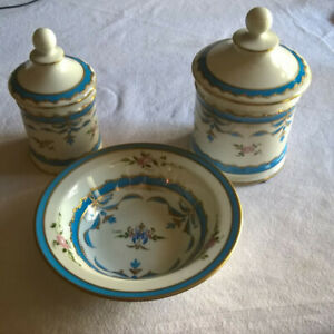 2 POTS ET UN SOUS-POT PORCELAINE LIMOGES STYLE PARIS DECOR A LA MAIN