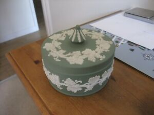 A Wonderful Wedgwood Green Jasperware Round Shaped Trinket Box