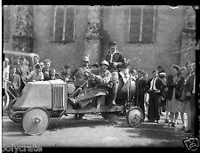 Tracteur ancien déguisement militaire -  ancien négatif photo verre 6,5 x 9 cm