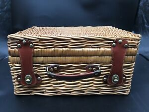 Large Vintage 1950-1960s Picnic Basket Leather Clasps Great Condition!