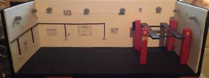 1:18 Diorama Car 4x4 Garage Shop Tunner American 1/18 Display Model