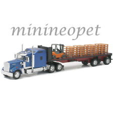 NEW RAY SS-10263A KENWORTH W900 FLATBED WITH FORKLIFT & PALLETS 1/32 BLUE