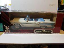 Road Signature Pontiac 1958 Bonneville 1:18 Scale Die Cast