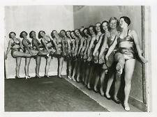 SEXY GIRLS RADIO OLYMPIA 1934 VINTAGE PHOTO ORIGINAL LEGGY