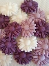 18 PRETTY LILAC PURPLE AND WHITE DAISIES Edible cake topper Cupcakes Flowers