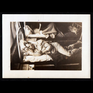 """""""SICK DAY FOR HIM in WARD B"""" DEEP SLEEP ARMY MAN in BED~ 1940s VINTAGE PHOTO gay"""