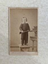 CDV. Enfant Avec Son Fusil. Cliché Par Photo De L'Artiste.
