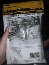 HO 1602 Central Valley Steps & Ladders Assortment