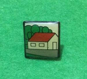 COLLECTABLE HOUSE  PIN BADGE (#BB08)